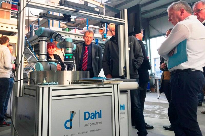 Maschinenbauer besichtigen die Firma Dahl Automation