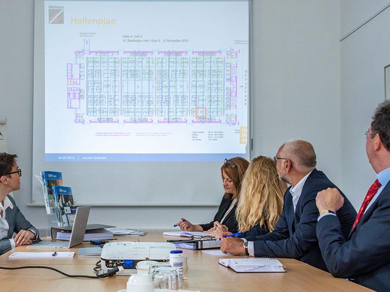 Die GWS bietet Gemeinschaftsstände auf Industrie-Fachmessen wie der Blechexpo an und übernimmt wesentliche organisatorische Arbeiten.